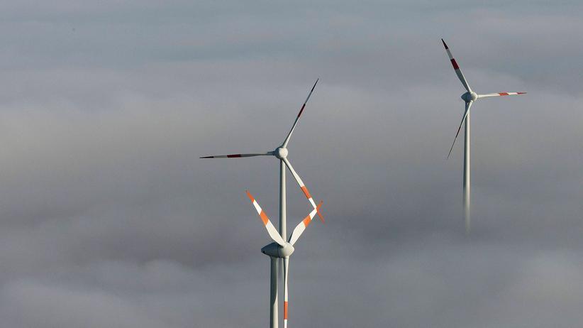 Windkraft: Herausragende Energiegewinnung: Windräder über den Wolken in Thüringen