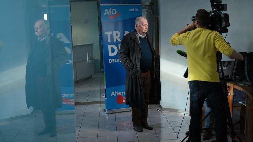 AfD-Vorstandswahl: AfD-Co-Parteichef Alexander Gauland gibt dem russischen Propagandasender RT in Berlin ein Interview.