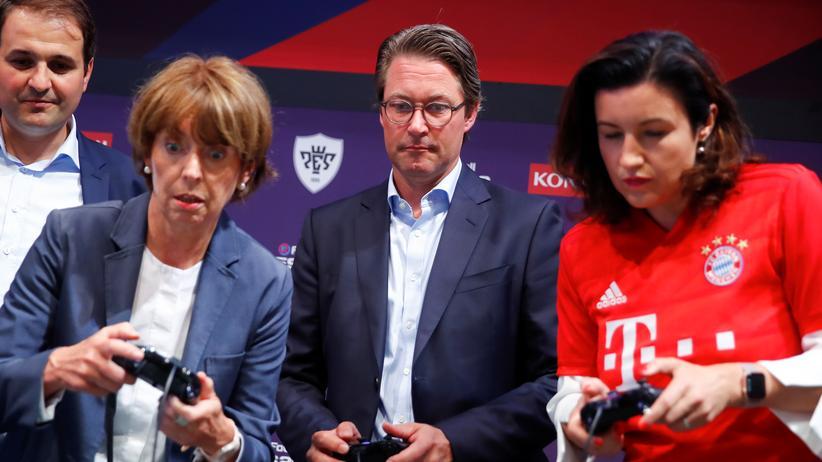 Computerspiele: Die Kölner Oberbürgermeisterin Henriette Reker, Verkehrsminister Andreas Scheuer und Digitalstaatsministerin Dorothee Bär auf der Gamescom.