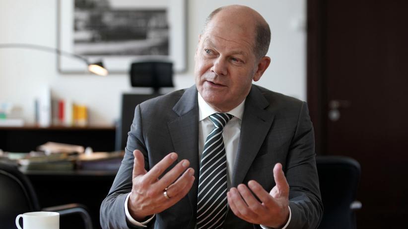 Entschuldungsprogramm: Finanzminister Olaf Scholz in seinem Büro während eines Interviews