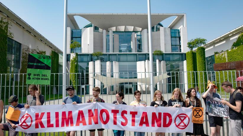 Aktivisten von Extinction Rebellion hatten im Herbst vor dem Bundeskanzleramt für die Ausrufung des Klimanotstands demonstriert.