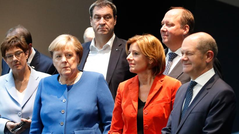 Politbarometer: Die große Koalition soll weiter zusammen regieren – wünscht sich eine Mehrheit der Bürgerinnen und Bürger.
