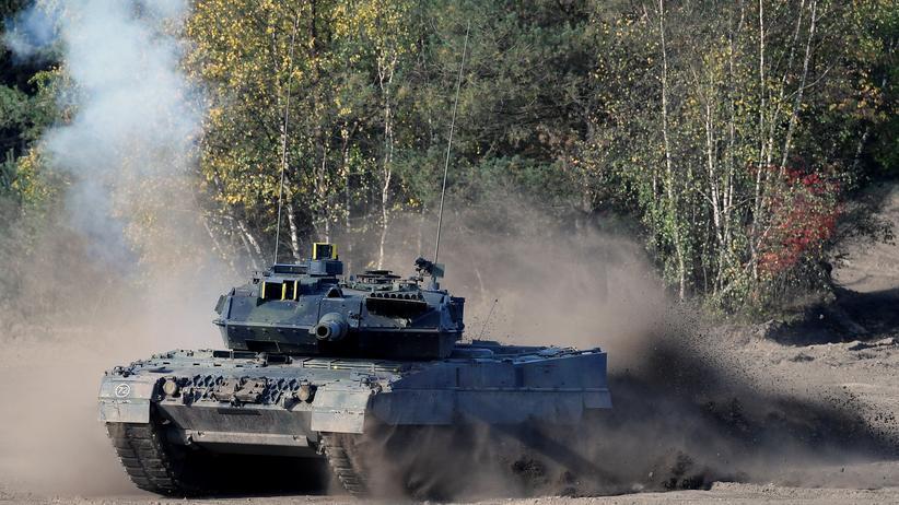 Waffenindustrie: Das Panzermodell Leopard 2 bei einer Übung der Bundeswehr im September 2018