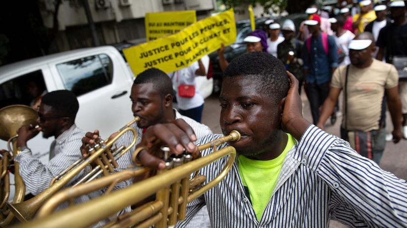 Klimakonferenz: Kongolesische Musiker während der Kimaproteste am Freitag in Kinshasa