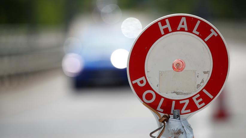 Clan-Kriminalität: An der deutsch-luxemburgischen Grenzen kontrolliert die Polizei, ob jemand unerlaubt ins Land einreist oder gegen Drogen- und Menschenhandel verstößt.
