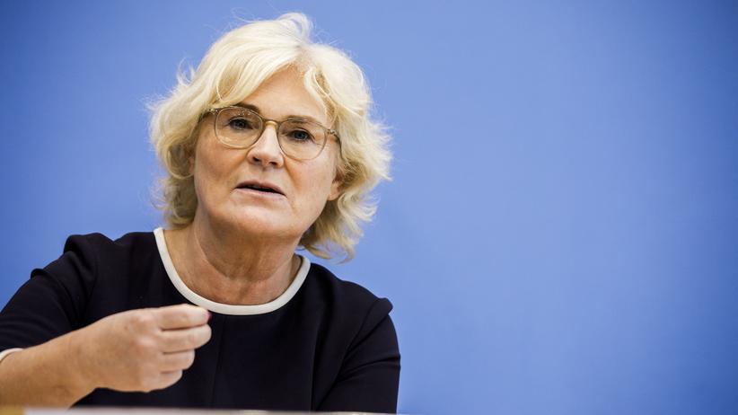 Hetze im Netz: Justizministerin Christine Lambrecht (SPD) will Hass im Netz stärker bekämpfen.