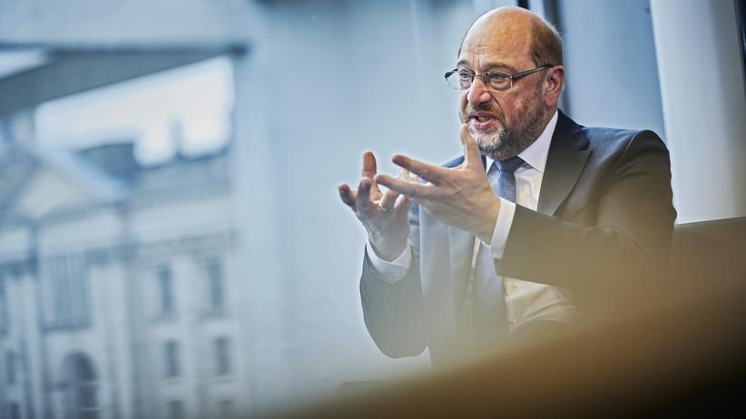 Martin Schulz: Martin Schulz in seinem Abgeordnetenbüro