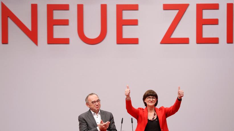 SPD-Parteitag: Die neu gewählten Parteivorsitzenden Norbert Walter-Borjans und Saskia Esken: Die SPD demonstriert Geschlossenheit.