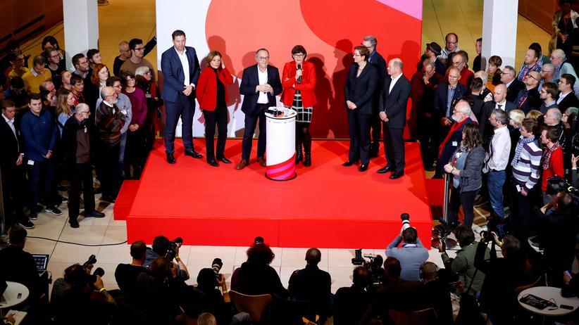 Saskia Esken und Norbert Walter-Borjans: Neue SPD-Spitze will Parteitag über Koalition entscheiden lassen