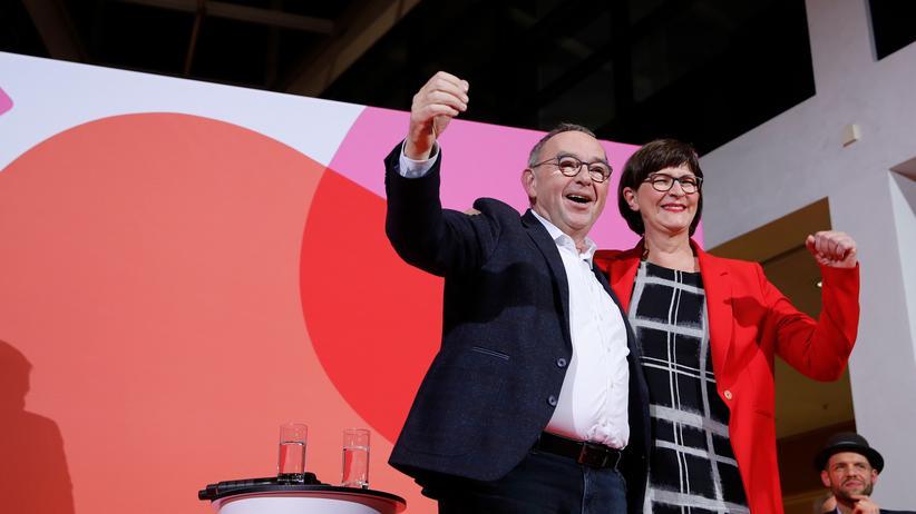 SPD-Votum: Daumen hoch, Daumen runter? Mancher SPD-Anhänger kommt bei der neuen SPD-Führung ins Grübeln.