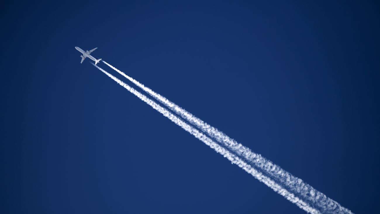 Bundesregierung: Bundesumweltministerium halbiert Flüge zwischen Bonn und Berlin