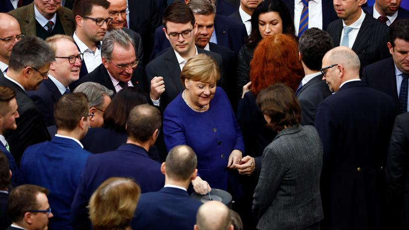 Bundestag: German Chancellor Angela Merkel attends a plenum session on organ donation at the lower house of parliament Bundestag, in Berlin, Germany, January 16, 2020.  REUTERS/Michele Tantussi - RC2YGE9LF1QW