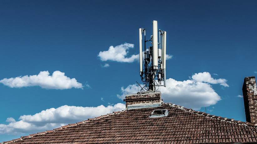 Netzausbau: Während vor allem die Industrie den neuen Mobilfunkstandard 5G für lebensnotwendig hält, ist der Zugang zu älteren und langsameren Netzen in vielen Teilen Deutschlands noch eingeschränkt.