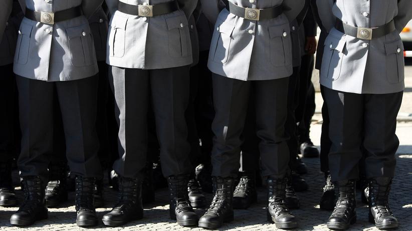 Rechtsextremismus: Bundeswehr-Soldaten bei einer Zeremonie in Berlin (2013)