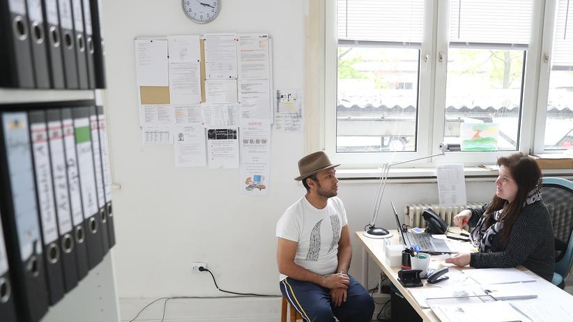 Flüchtlingspolitik: Beratungsgespräch in einer Flüchtlingsunterkunft in Berlin (Foto aus dem Jahr 2017)