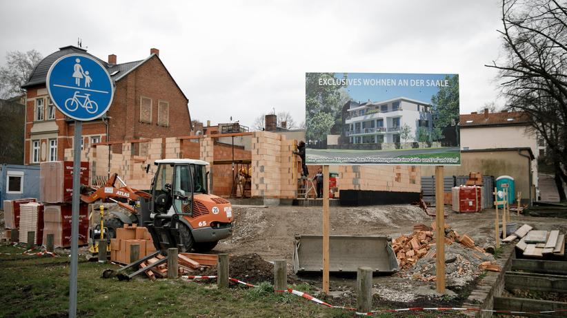 Ostdeutschland: Bauarbeiten in Bernburg, Sachsen-Anhalt. Die Stadt hat in den letzten Jahrzehnten Tausende Einwohner verloren.
