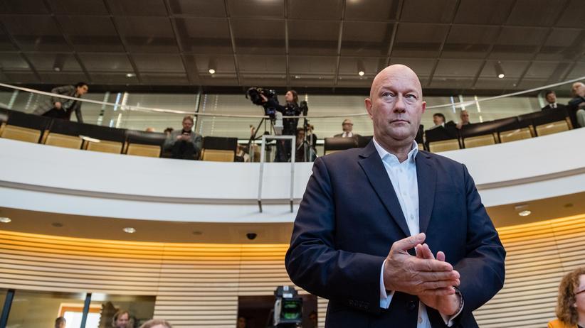 Presseschau zu Thüringen: Thomas Kemmerich (FDP) wurde gemeinsam von CDU, FDP und AfD im Thüringer Landtag zum Ministerpräsidenten gewählt.