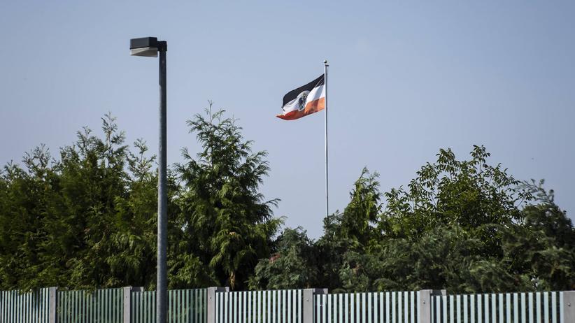 """Extremismus: Eine """"Reichsflagge"""" in einem Kleingarten in Erfurt"""