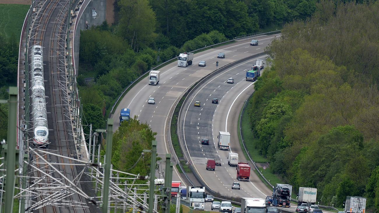 Verkehrspolitik: Deutlich mehr Autobahnen als Bahnstrecken gebaut