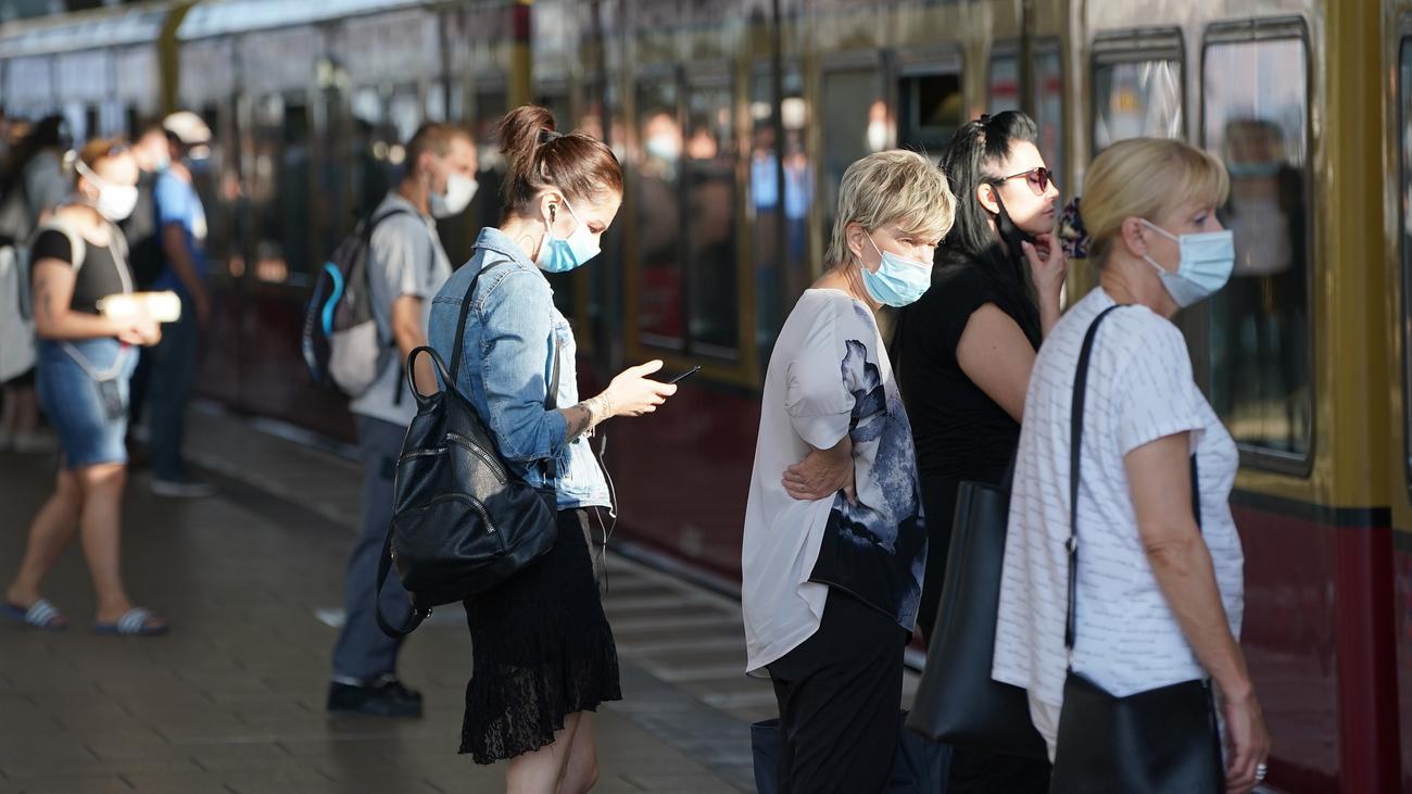 Maskenpflicht in Bus und Bahn soll stärker kontrolliert werden