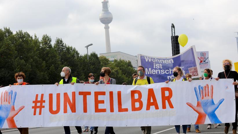 Berlin: Unteilbar-Bündnis demonstriert für solidarische Gesellschaft