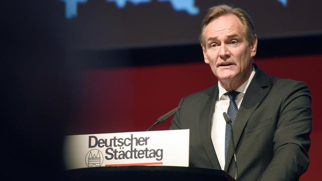 Idar-Oberstein: Horst Seehofer und Oberbürgermeister warnen vor Radikalisierung