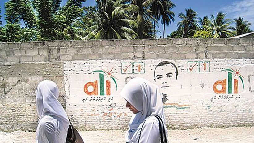 Malediven: Wahlwerbung auf der Einheimischeninsel Hithadhoo