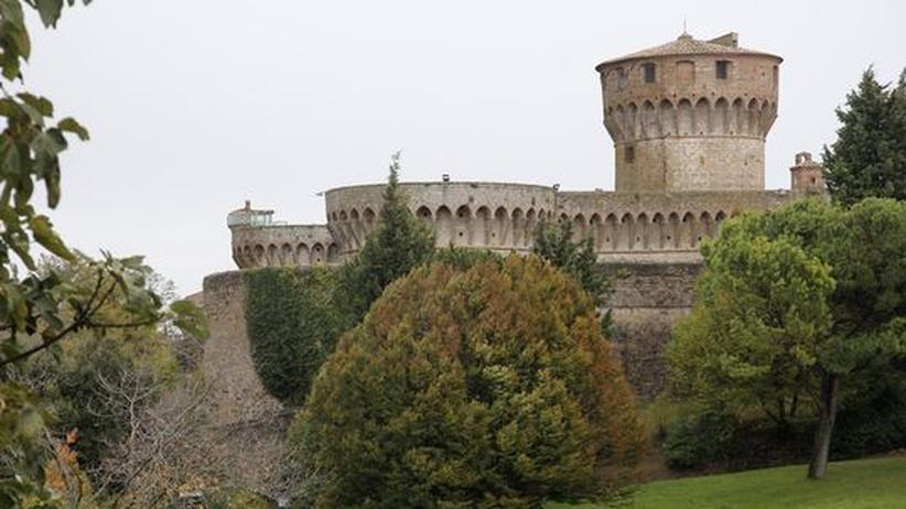 Italien: Ins Gefängnis des Städtchens Volterra können sich Interessierte für ein Dinner einbuchen. Gekocht und serviert wird von Inhaftierten