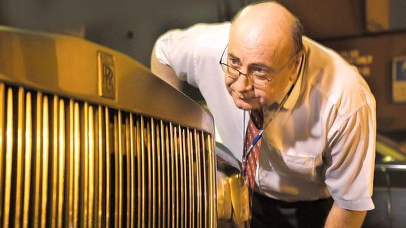 Luxushotels: Martin Oxley inspiziert einen Rolls Royce
