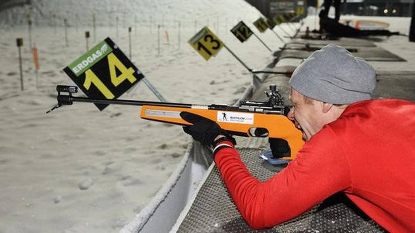 Biathlon : Erst nach dem Skikurs darf der Reporter ans Gewehr.