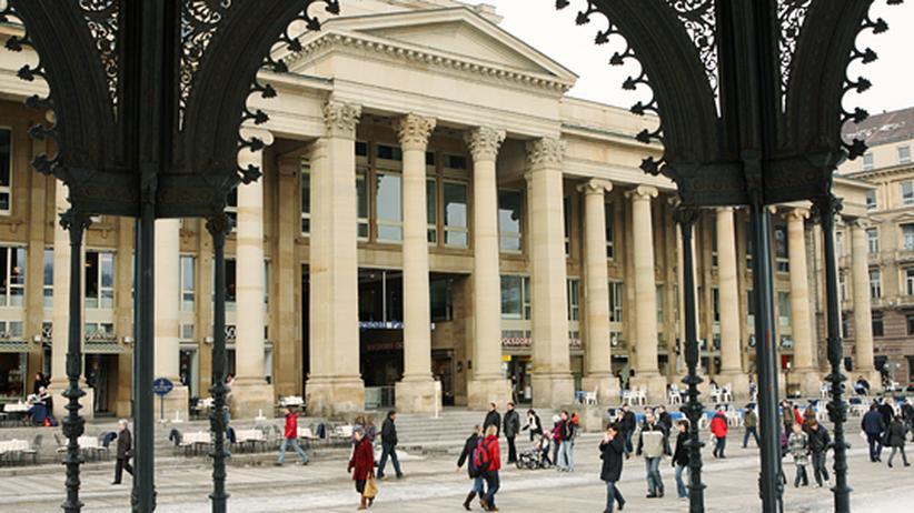 Der Königsbau, ein Passagengebäude im spätklassizistischen Stil, wurde 1860 von König Wilhelm in Auftrag gegeben