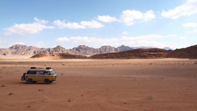 Mit dem Bus durch Jordaniens Wadi Rum