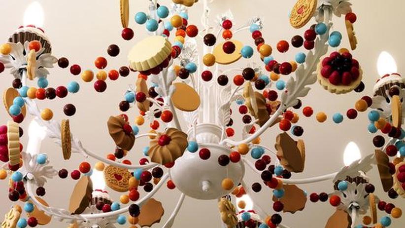 Keks statt Kristall: Im schlanken Mailand wird sich mancher Gast nach diesem Leuchter verzehren