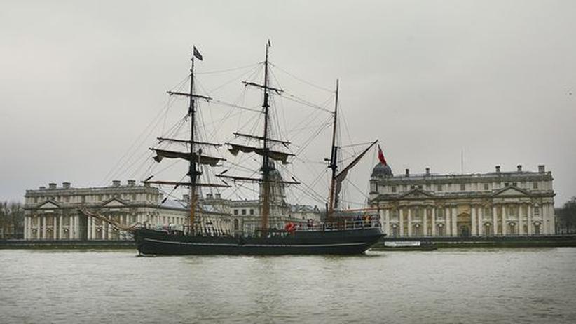Von London in die Welt: Mit Seglern wie diesem brachen die jungen Briten zu ihren Reisen auf. Das Bild zeigt die Replik eines Schoners aus dem 18. Jahrhundert