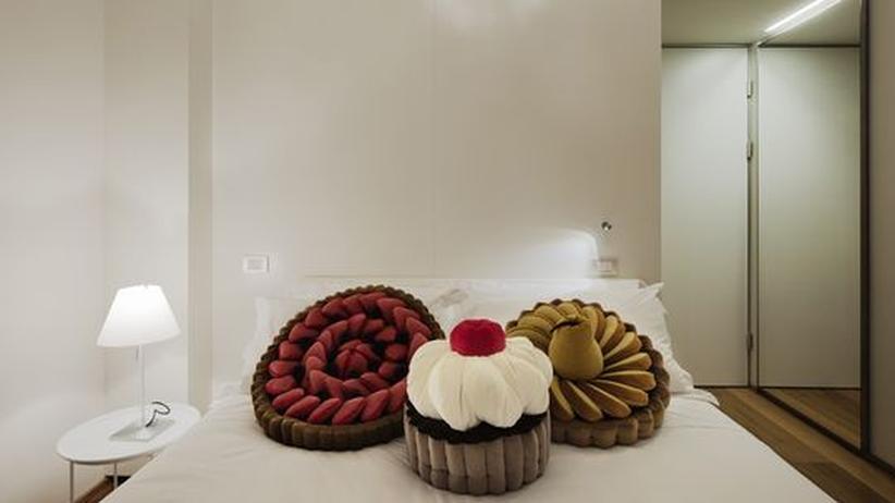 Süße Träume: Zimmer mit Cupcake-Kissen und Keks-Kronleuchter