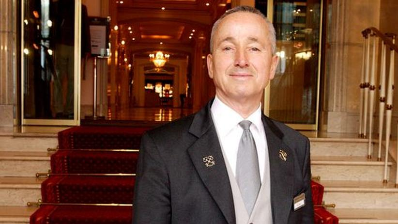 Der Concierge Jürgen Carl ist unter die Autoren gegangen