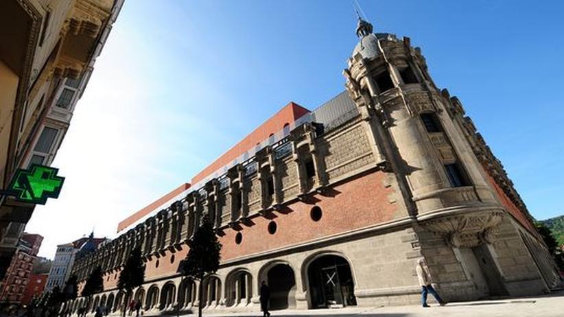 Das im Mai eröffnete Kulturzentrum AlhondigaBilbao in Bilbao wurde von Designer Phillipe Starck umgebaut