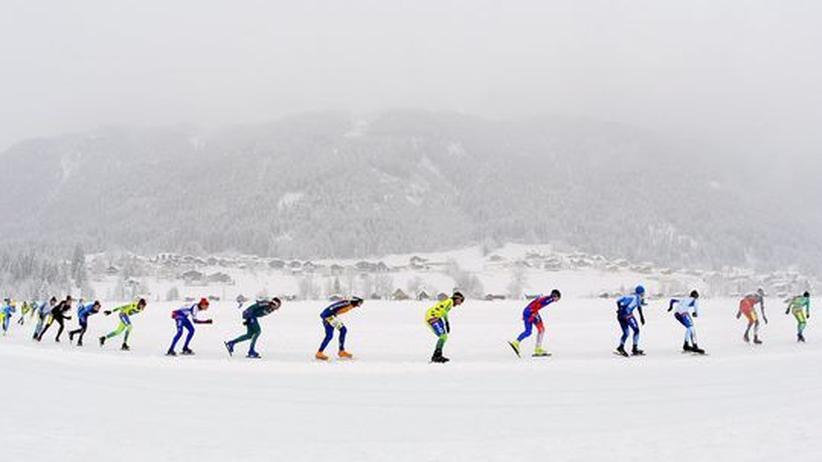 Die niederländischen Marathon-Eisläufer liefen 2009 im Schneetreiben
