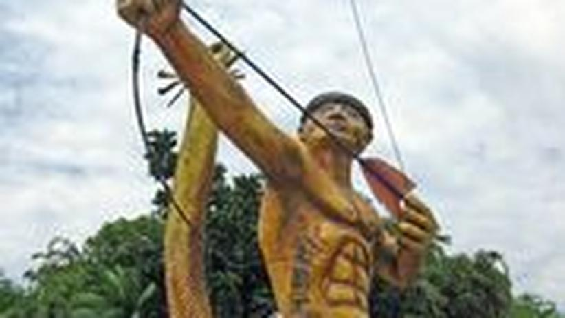 Eine Statue am Weg