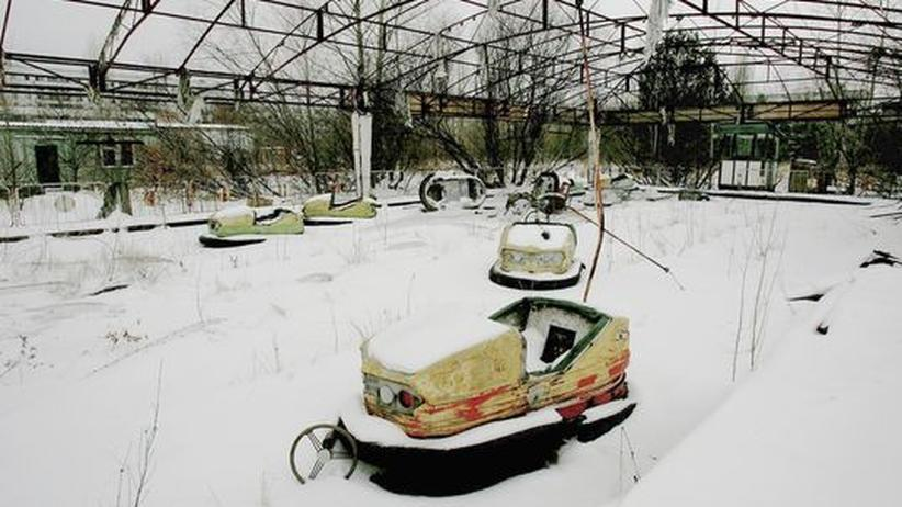 Ukraine: Autoscooter auf einem verlassenen Rummel in der Stadt Pripjat. Hier lebten bis zum Unfall Kraftwerksarbeiter