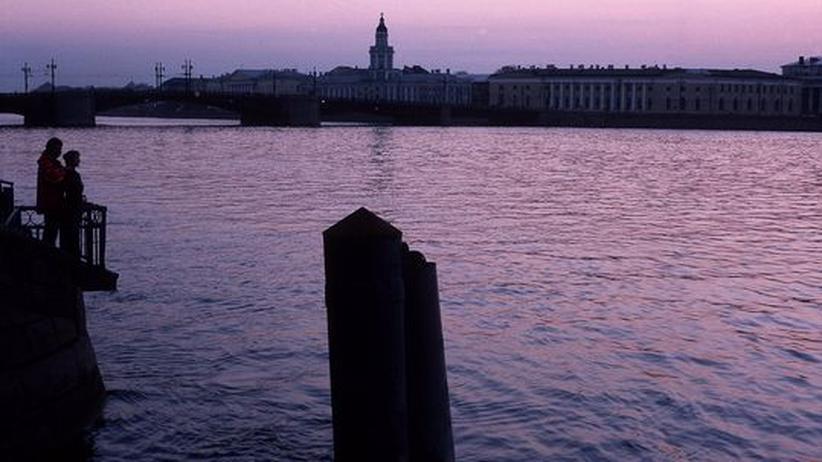 Abendstimmung an der Newa in St. Petersburg