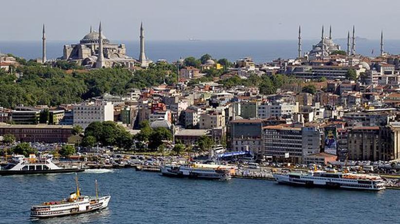 Die Hagia Sophia war ursprünlich eine byzantinische Kirche. Später wurde sie zur Moschee umfunktioniert. Heute ist sie ein Museum