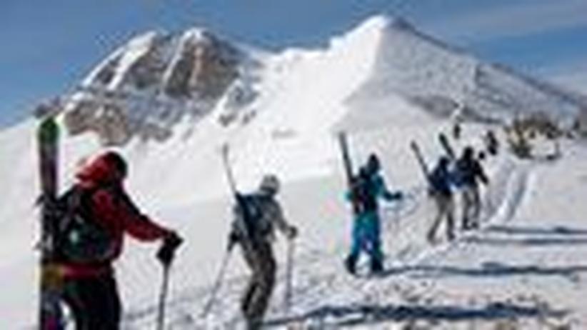 Skitourengeher: Wandern auf der Piste