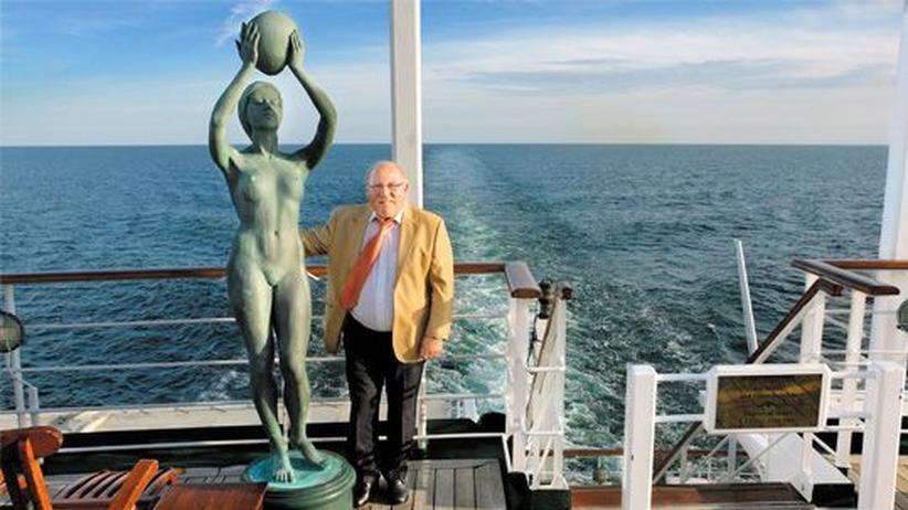 """Schiffsreisen: Uwe Seeler an Bord der """"MS Deutschland"""""""