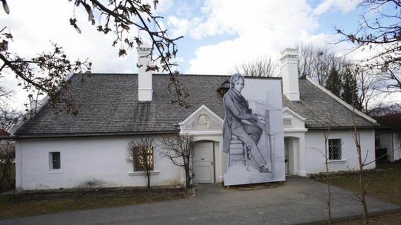 Burgenland: Das Geburtshaus von Franz Liszt im burgenländischen Raiding. Prominent platziert vor dem Eingang: ein Bild des jungen Liszt am Klavier.