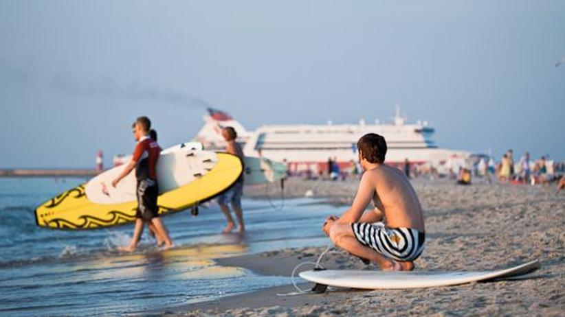 Warnemünde: Surfen nach Fahrplan