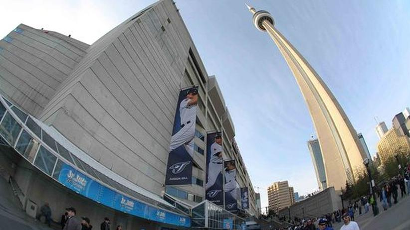 CN Tower Toronto: Mit dem Zeh am Abgrund
