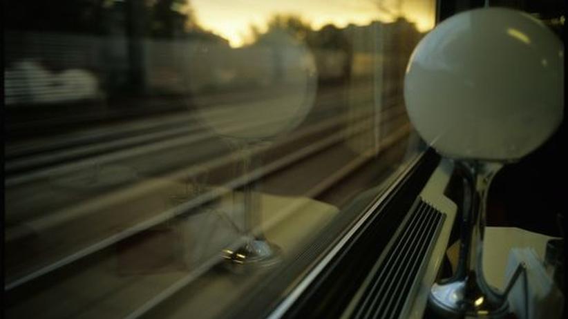 Mit zehn verschiedenen Bahngesellschaften ist unser Autor von Russland bis nach Portugal gereist, mal auf dem Klappbett und mal im Ohrensessel.