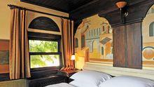 Konstantinopel überm Bett, ein Garten hinterm Fenster