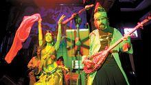 """Murat Ertel im """"Ghetto"""". Das Trio Baba Zula mischt Rockmusik mit orientalischen Melodien."""